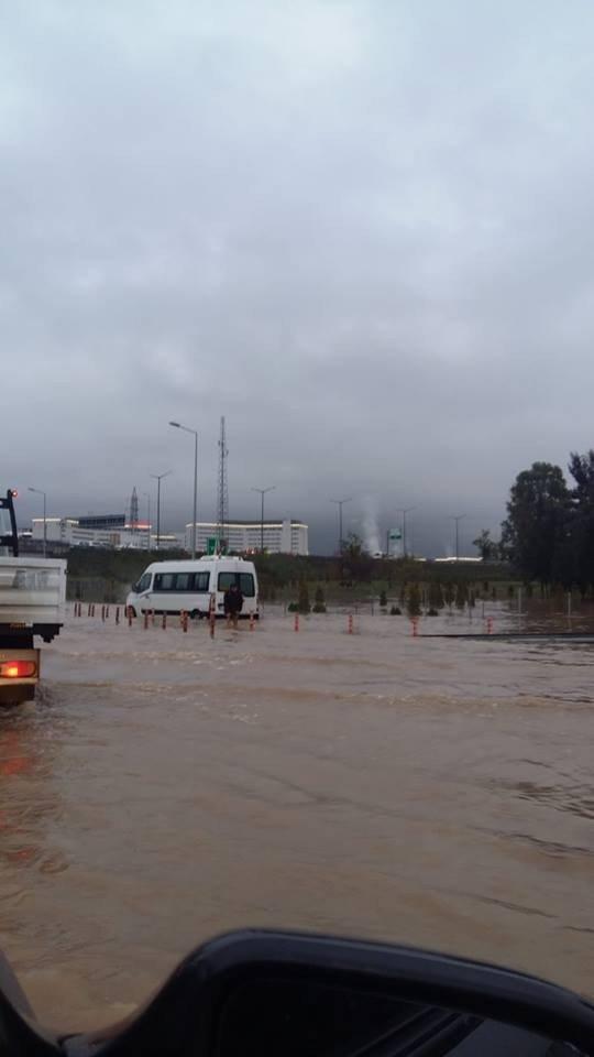 Otogarı su bastı, sürücüler yollarda zor anlar yaşadı