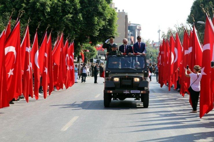 Antalya Valiliğinden yırtık, sökük, yamalı, solmuş Türk bayrağı genelgesi