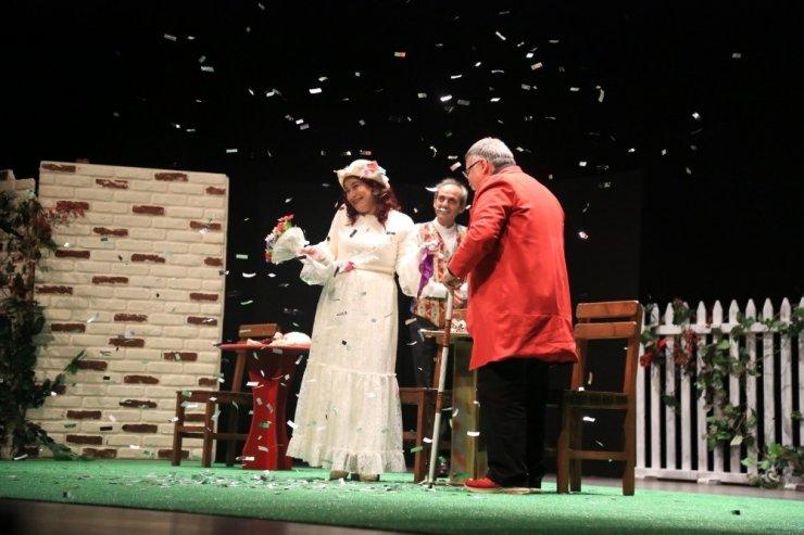 Aydın'da 'Kahvede Şenlik Var' tiyatro oyunu sahnelendi