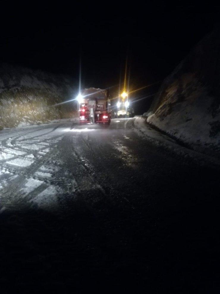 Aydın'da kar 8 Mahallenin yolunu kapattı