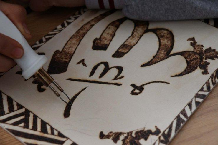 Mutki'de öğrencilere 'Ahşap Yakma Sanatı' öğretiliyor