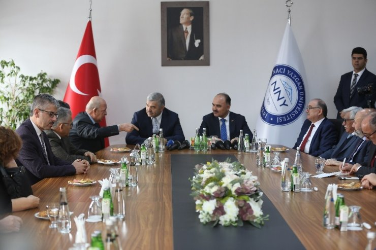 """Başkan Çelik'ten, """"Devlet Hastanesi'nin olduğu alan Nuh Naci Yazgan Tıp Fakültesi olsun"""" önerisi"""