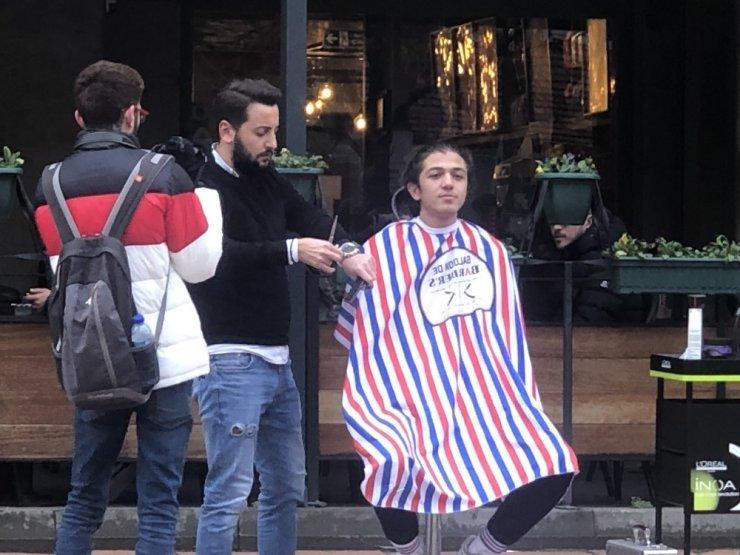 Cadde ortasında tıraş keyfi