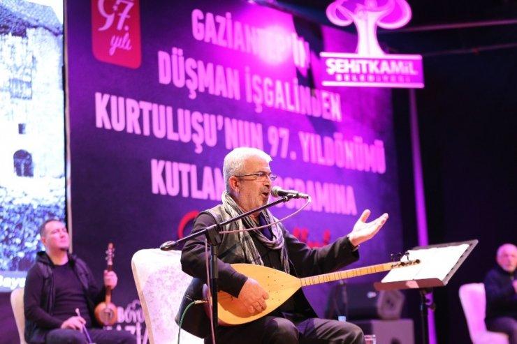 Gazi şehirde Kurtuluş coşkusunun finali kahramanlık türküleri ise yapıldı