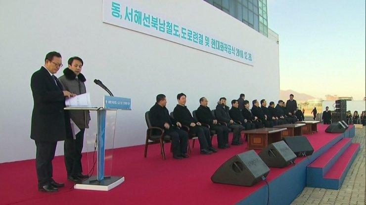 Kuzey ve Güney Kore arası kara ve demiryolu temel atma töreni yapıldı