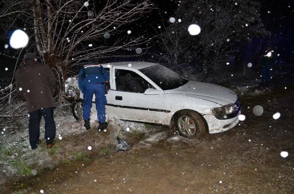 Kastamonu'da otomobil ağaca çarptı: 1 ölü, 2 yaralı