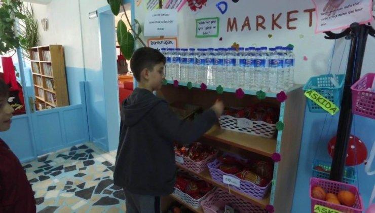 Öğrenciler dürüst alışverişi bu market ile öğreniyor