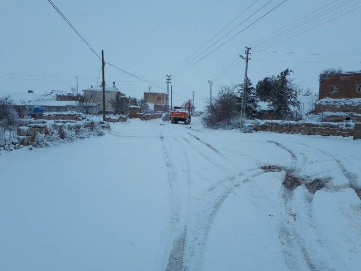 Kırşehir'e mevsimin ilk karı düştü, ilçeler beyaz örtüye büründü