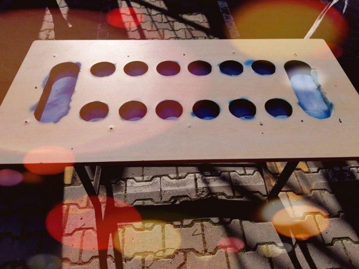Öğretmen, atıl malzemelerden mangala oyunu masası yaptı