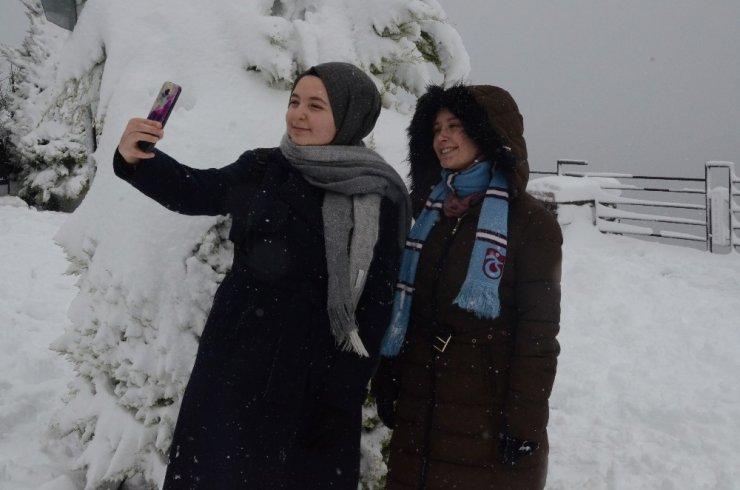 Ders ve sınav heyecanını 'kar' ile attılar