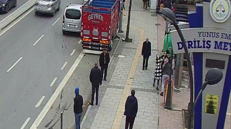 Sakarya'da kadınların kavgası güvenlik kamerasına yansıdı