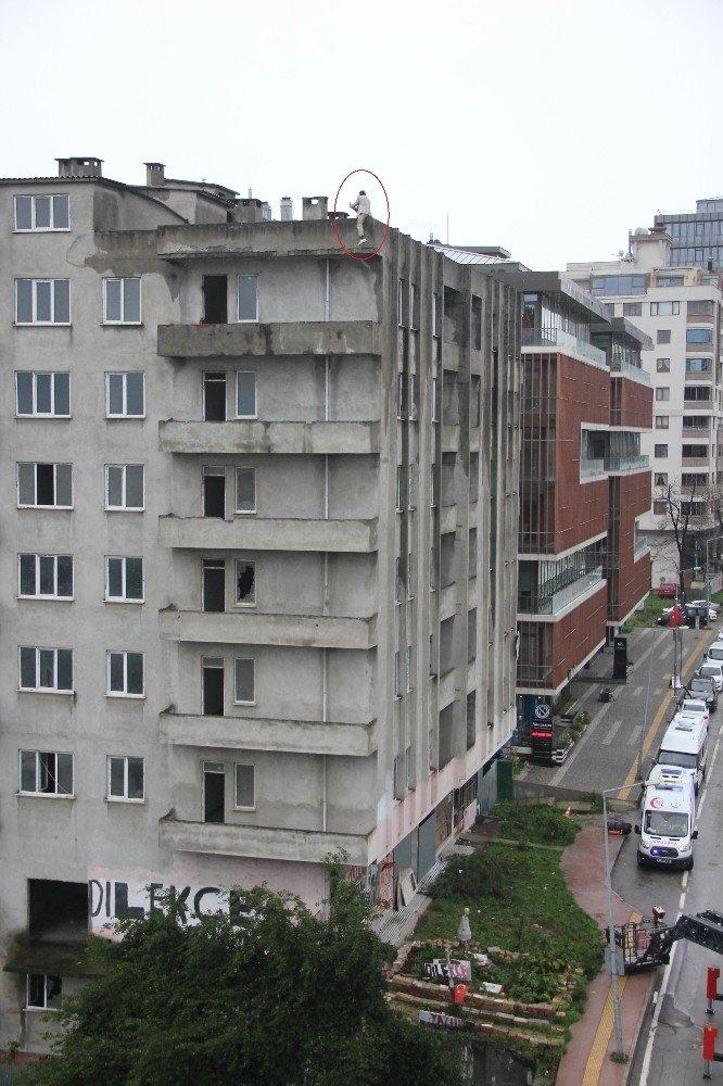Evi terk eden eşi çocuklarını yuvaya verince çatıya çıkıp intihara kalkıştı
