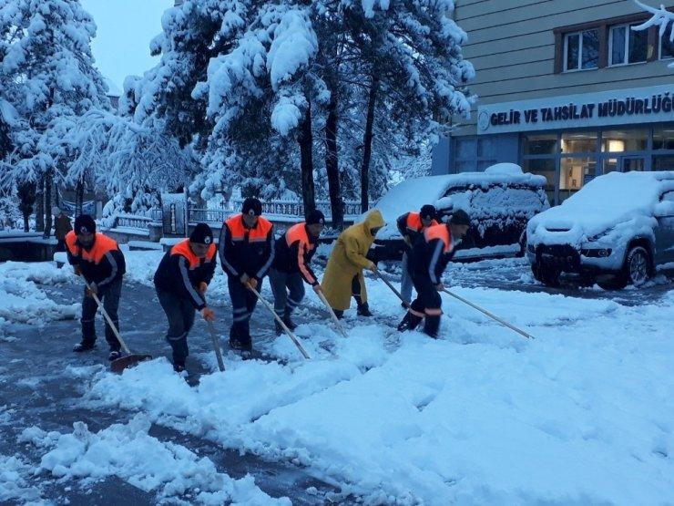Sungurlu belediyesi'nden kar mesaisi