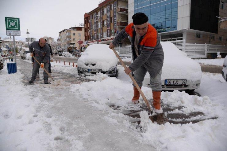 Pursaklar'da yoğun kar mesaisi