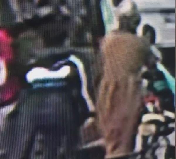 Polis bu hırsızın peşinde...Bebek arabalı kadınları soyuyor