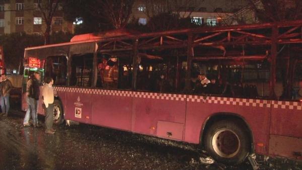 Küçükçekmece'de halk otobüsü alev alev yandı