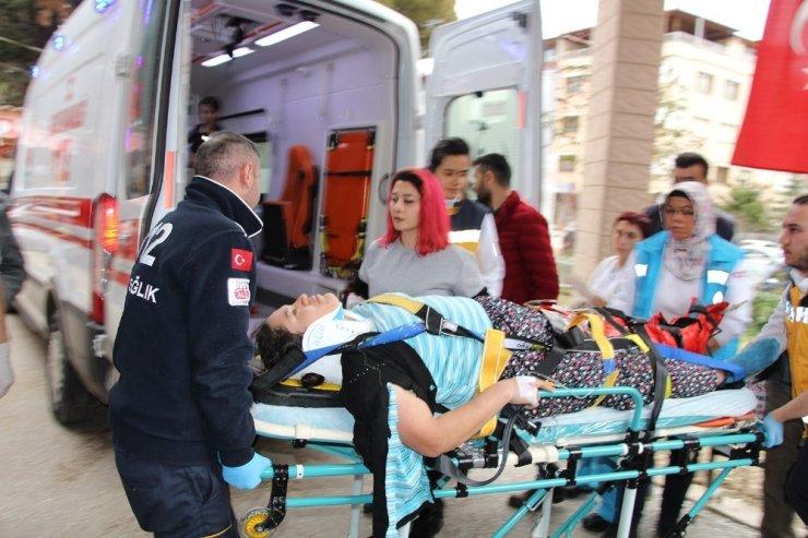 İşçi servisi ile otomobil çarpıştı: 1 ölü, 19 yaralı
