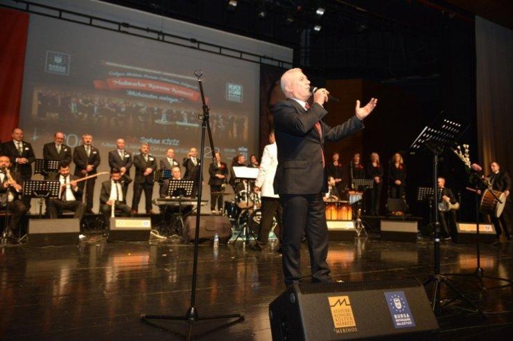 Muhtarların konserinde Bozbey'den türkü