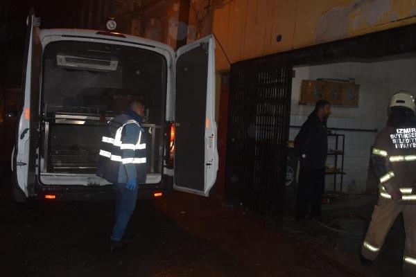 İzmir'de eski binada çökme; 1 ölü, 1 yaralı (3)