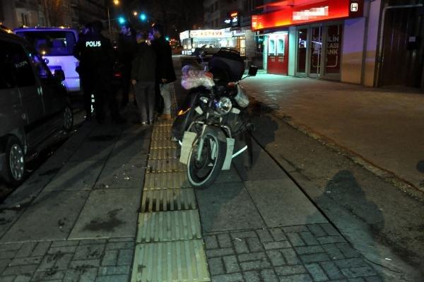 Kaldırımda ilerleyen motosiklet, yayaya çaptı