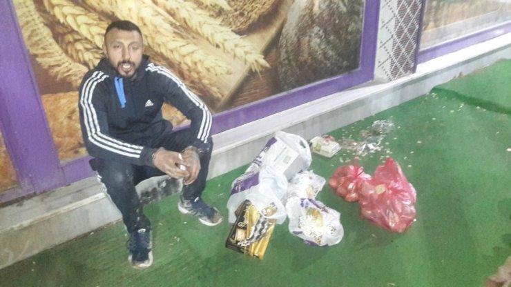 Kapıyı kırıp tatlı ve bozuk para çalan hırsız iş yeri çalışanlarınca yakalandı