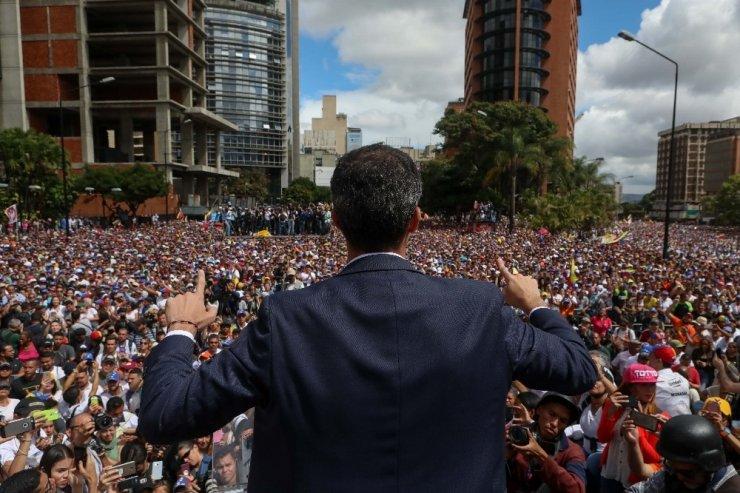 ABD, Venezuela'da muhalefet lideri Guaido'yu 'geçici devlet başkanı' olarak tanıdı