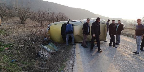 İnegöl'de 2 otomobil kafa kafaya çarpıştı: 3 yaralı