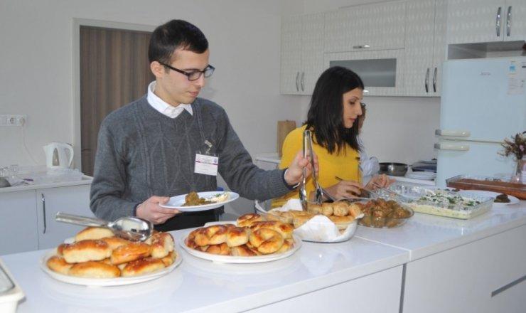 Özel öğrencilere 'Servis Elemanı Yardımcılığı Kursu'