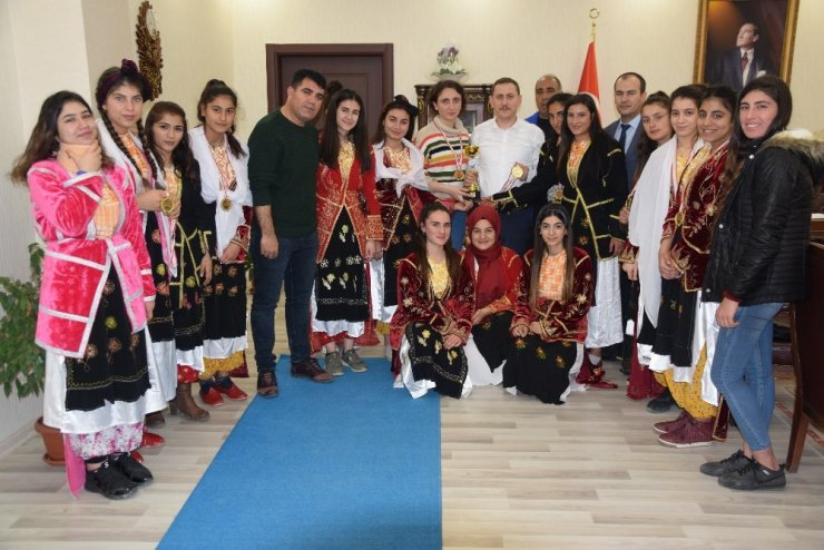 Viranşehir folklorde il birincisi