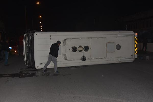 Belediye otobüsü ile minibüs çarpıştı: 10 yaralı