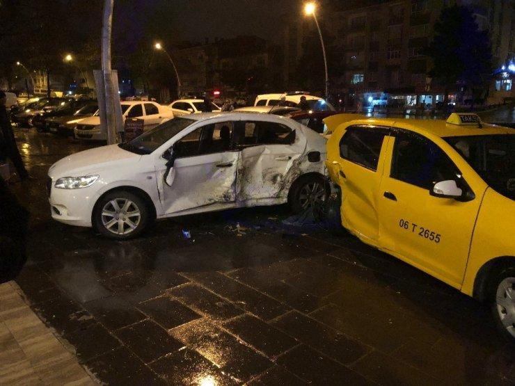 Başkent'te alkollü sürücü 4 araca birden çarptı