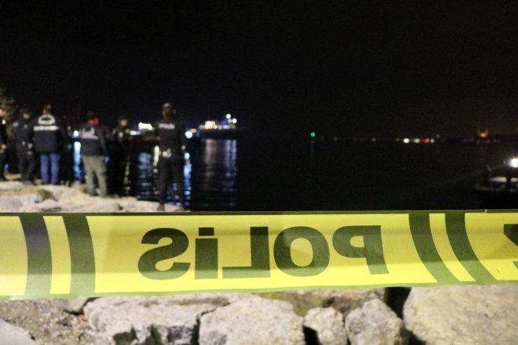 Üsküdar Salacak Sahilde erkek cesedi bulundu