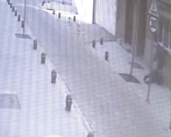Eşini sokak ortasında döven kocaya 5 yıl 7 ay hapis