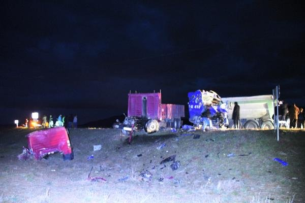 Konya'da feci kaza! TIR ile kamyon birbirine girdi!