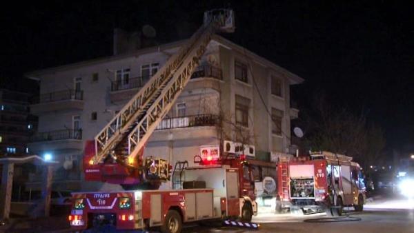 Ankara'da apartman çatısında çıkan yangın korkuttu