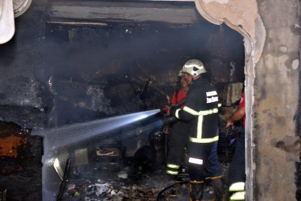 Yangın, 2 katlı evi küle çevirdi