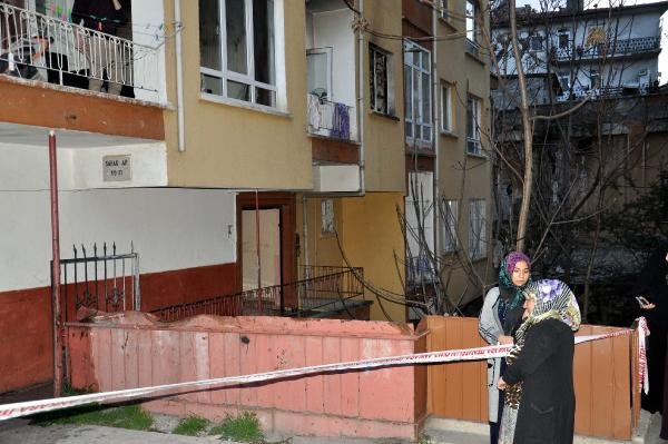 Ankara'da evde çıkan yangında dumandan etkilenen 5 kişi hastaneye kaldırıldı