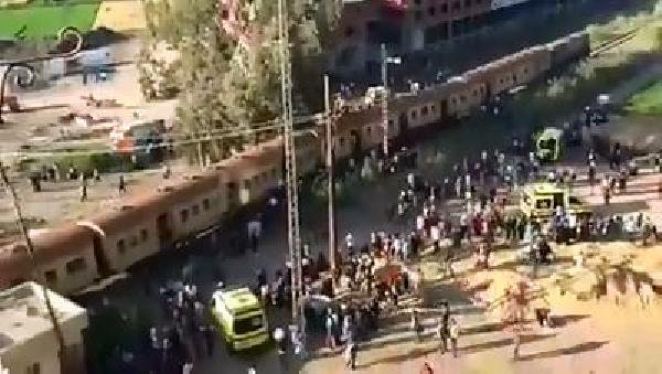 Mısır'da yolcu treni raydan çıktı: 30 yaralı