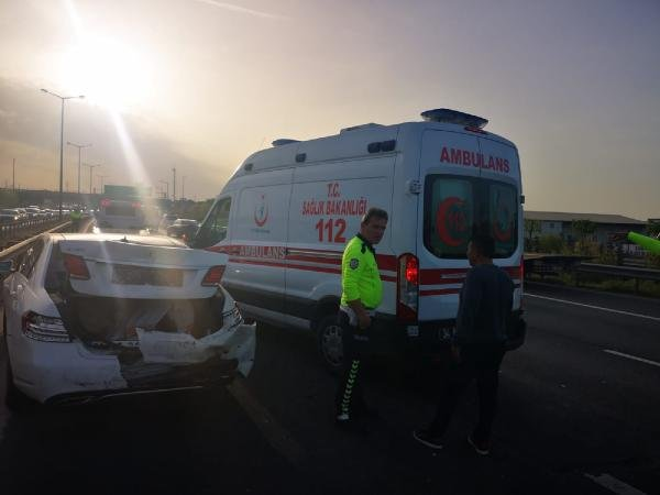 Sancaktepe TEM otoyolunda zincirleme kaza: 4 yaralı