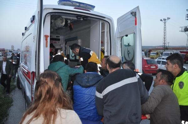 Sorgun'da otomobil ile servis minibüsü çarpıştı: 3 ölü 8 yaralı