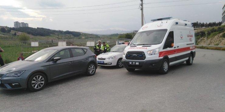 Yolcu otobüsü ile otomobil çarpıştı, 1 yaralı