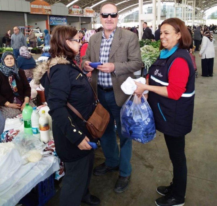 Büyükşehir Belediyesi çevre duyarlığı için alışveriş torbası dağıtıyor