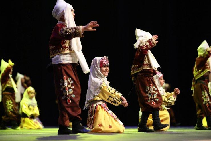 Denizli'de 3. Halk Oyunları Çocuk Şenliği