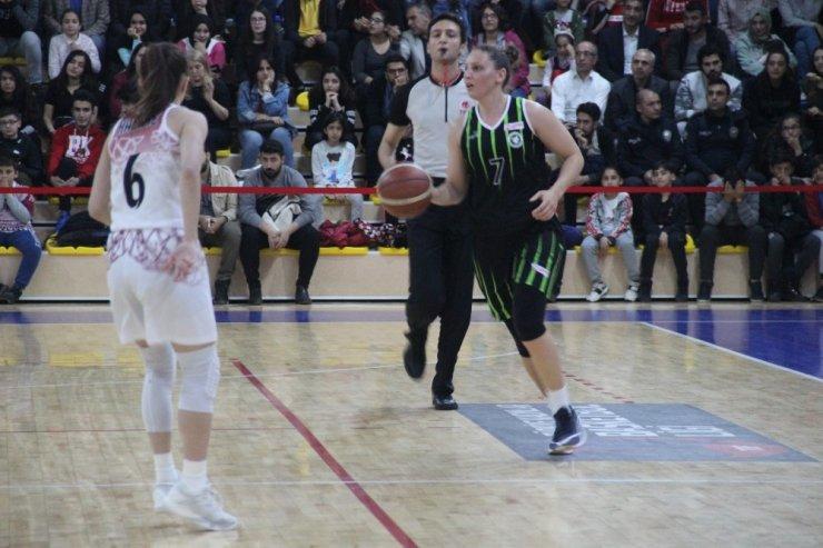 Türkiye Kadınlar Basketbol 1. Ligi Play-Off Yarı Final: Elazığ İl Özel İdare: 67 - Urla Belediyesi: 61