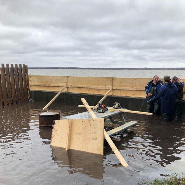 Kanada sular altında