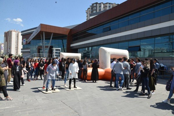 """Melikgazi Belediye Başkanı Dr. Mustafa Palancıoğlu, """"Üniversiteye hazırlanan öğrencilerimize moral etkinliği ve eğlencesi"""""""