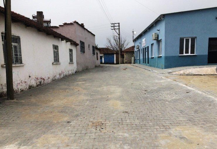 Yunusemre'de 10 mahallede kilitli parke taşı çalışması