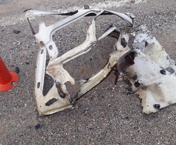 Kazaya karışan otomobillerden biri parçalara ayrıldı