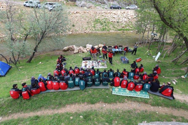 Arama kurtarma ekiplerine çetin eğitim