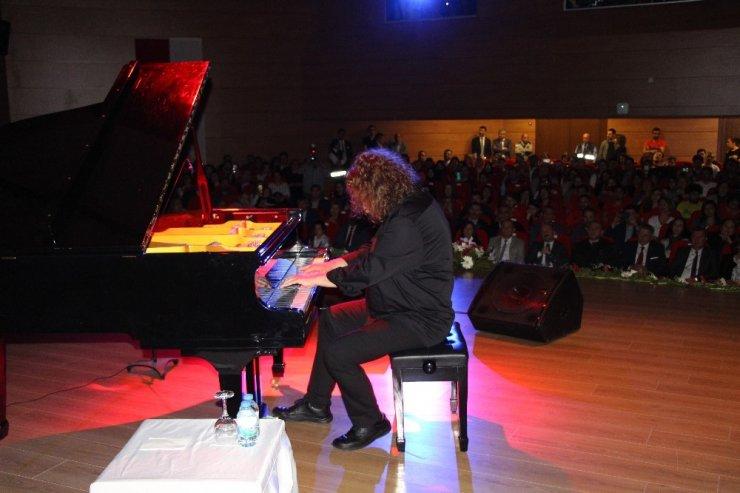 Piyanist Tuluyhan Uğurlu konserini şehitlere atfetti